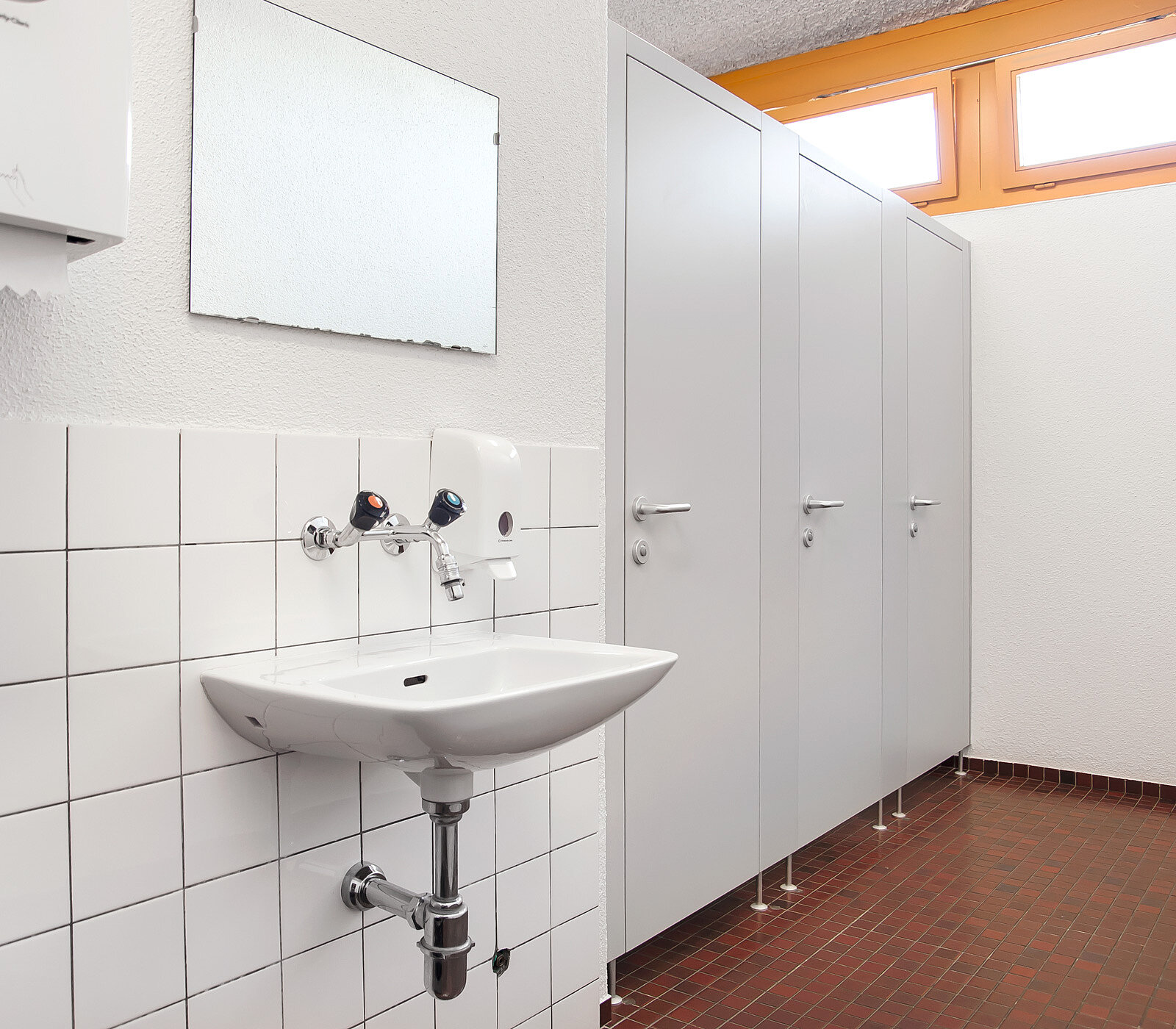 Sanitärtrennwände ➡️ WC Kabinen nach Mass